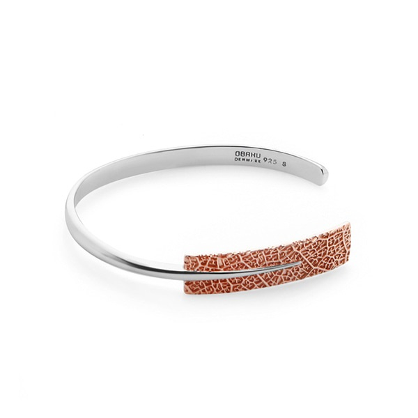 LEAF TWO-TONE BANGLE (J106GIV)